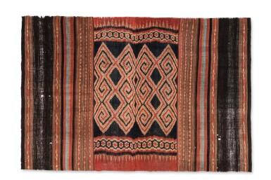 View 1. Thumbnail of Lot 17. Tissu cérémoniel porisityutu, Toraja / Rongkong, Célèbes, Indonésie, début du 20e siècle | Ceremonial hanging shroud porisityutu, Toraja / Rongkong, Sulawesi, Indonesia, early 20th century.