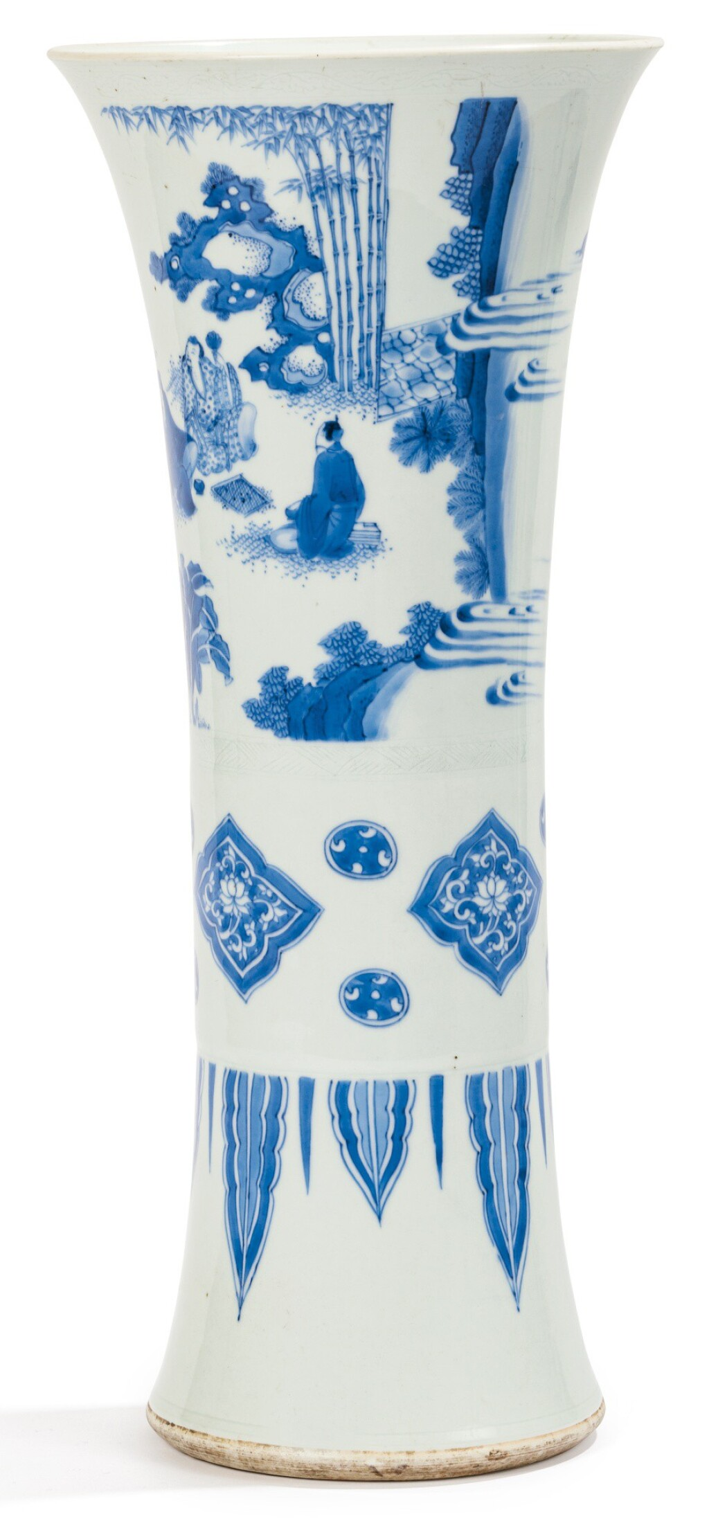 VASE CORNET EN PORCELAINE BLEU BLANC EPOQUE TRANSITION, XVIIE SIÈCLE | 十七世紀 青花竹林七賢圖花觚 | A blue and white beaker vase, Transitional period, 17th century