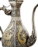 A PARCEL-GILT SILVER EWER, CHINA, 19TH CENTURY |  VERSEUSE EN ARGENT ET VERMEIL, CHINE, XIXE SIÈCLE