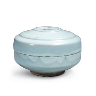 View 1. Thumbnail of Lot 196. A rare 'Jun' box and cover, Northern Song / Jin dynasty   北宋 / 金 鈞窰天藍釉蓋盒.