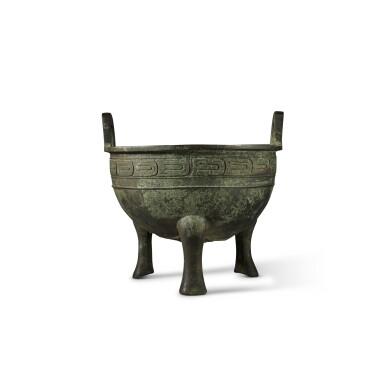 View 2. Thumbnail of Lot 27. An important archaic bronze ritual food vessel (Ding), Western Zhou dynasty, probably King Xuan period (c. 827- c. 782 BC) | 西周 或宣王時期(約公元前827-782年) 仲義父作新客鼎.