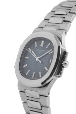 PATEK PHILIPPE   NAUTILUS, REF 3800/1A STAINLESS STEEL WRISTWATCH WITH DATE AND BRACELET MADE IN 2003