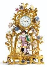 A GILT-BRONZE AND MEISSEN PORCELAIN MANTEL TIMEPIECE, LOUIS XV, CIRCA 1750 | PENDULE EN BRONZE DORÉ ET PORCELAINE DE MEISSEN D'ÉPOQUE LOUIS XV, VERS 1750