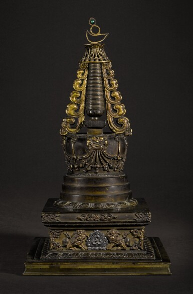 A PARCEL-GILT EMBELLISHED BRONZE STUPA QING DYNASTY, 18TH CENTURY | 清十八世紀 銅局部鎏金嵌寶佛塔