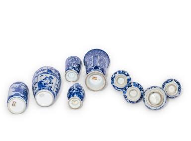 View 2. Thumbnail of Lot 186. Ensemble de neuf vases en porcelaine bleu blanc Dynastie Qing, XVIIIE siècle   清十八世紀 青花花瓶 一組九件   A group of nine blue and white vases, Qing Dynasty, 18th century.