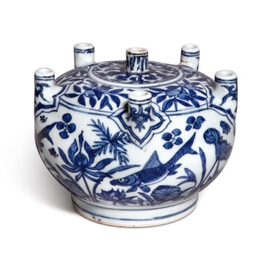 View 3. Thumbnail of Lot 85. A rare blue and white multi-spouted 'fish' vase, Mark and period of Jiajing | 明嘉靖 青花魚藻紋六管花插 《大明嘉靖年製》款.