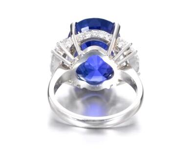View 3. Thumbnail of Lot 635. Sapphire and diamond ring | 藍寶石配鑽石戒指.