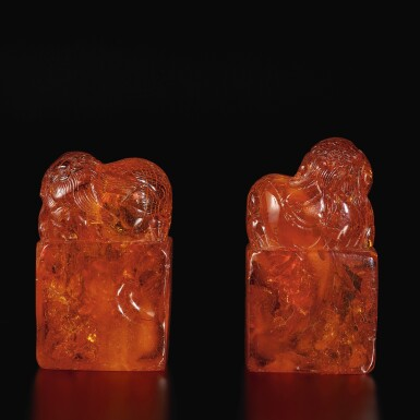 View 3. Thumbnail of Lot 179. A pair of amber 'Buddhist lion' seals, Qing dynasty, 18th century | 清十八世紀 琥珀雕瑞獸鈕印料一對.