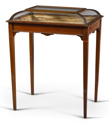 AN EDWARDIAN BRASS-MOUNTED, BOXWOOD STRUNG AND SATINWOOD CROSSBANDED MAHOGANY BIJOUTERIE, CIRCA 1900