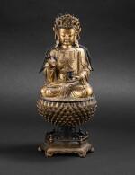 Statue de Guanyin en bronze doré Dynastie Ming, XVIIE siècle | 明十七世紀 鎏金銅觀音菩薩坐像 | A large gilt-bronze figure of Guanyin on a lotus base, Ming Dynasty, 17th century