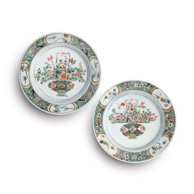 View 1. Thumbnail of Lot 418.  A PAIR OF CHINESE FAMILLE-VERTE 'FLOWER BASKET' DISHES QING DYNASTY, KANGXI PERIOD | 清康熙 五彩盆花圖盤一對 .