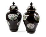 CHINA, QING DYNASTY, 18TH/19TH CENTURY [CHINE, DYNASTIE QING, XVIIIE-XIXE SIÈCLE] | A PAIR OF FAMILLE VERTE BALUSTER VASES AND COVERS [PAIRE DE VASES COUVERTS BALUSTRES EN PORCELAINE DE LA FAMILLE VERTE]