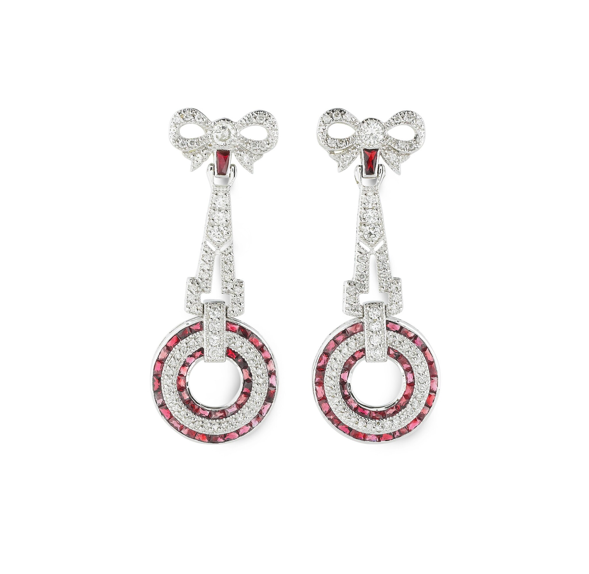 View full screen - View 1 of Lot 22. PAIRE DE BOUCLES D'OREILLE RUBIS ET DIAMANTS | PAIR OF RUBY AND DIAMOND EARRINGS .