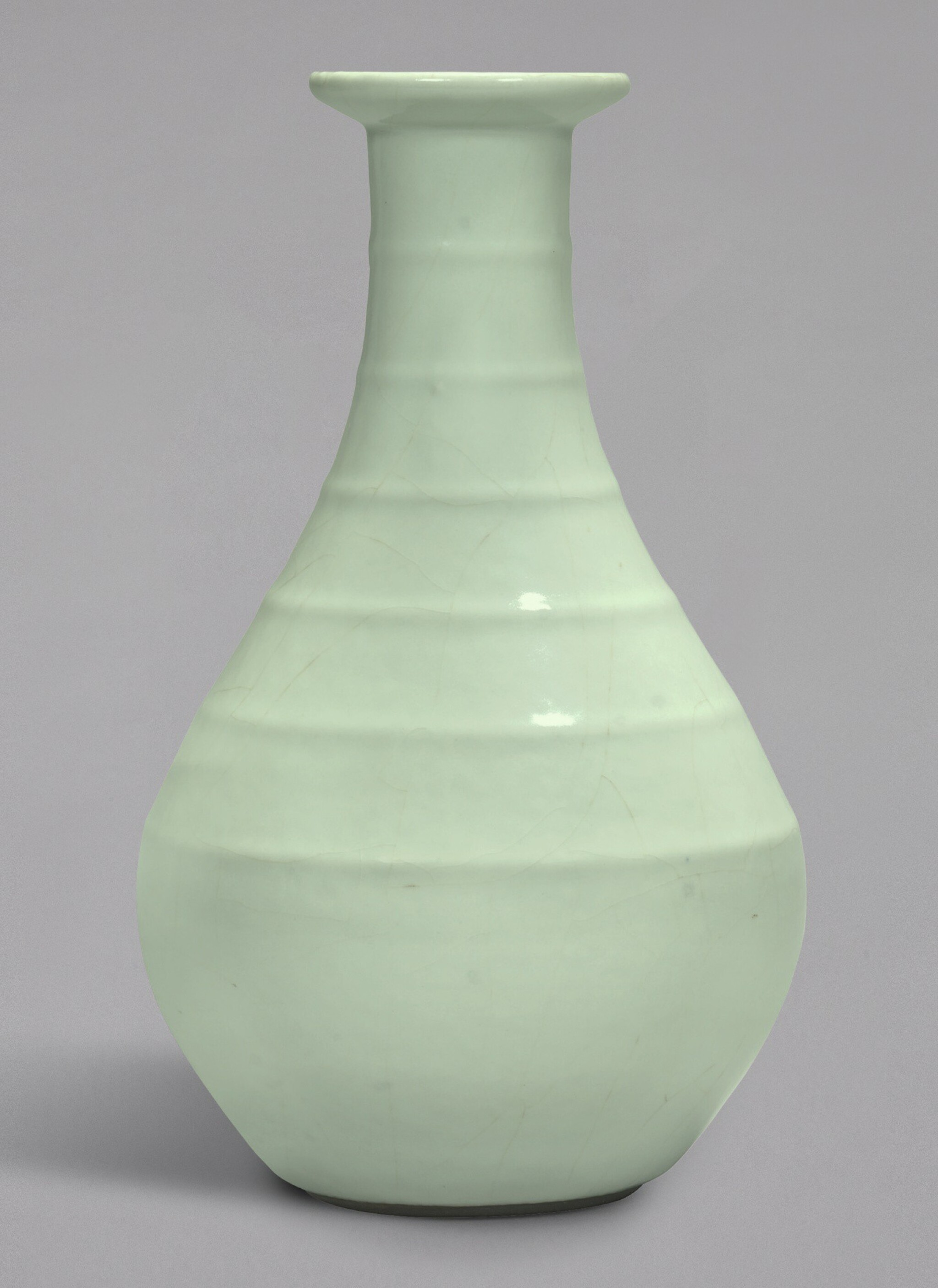 View 1 of Lot 4. A FINE AND RARE GUAN-TYPE RIBBED VASE, YONGZHENG SEAL MARK AND PERIOD   清雍正 仿官釉弦紋盤口瓶 《大清雍正年製》款.