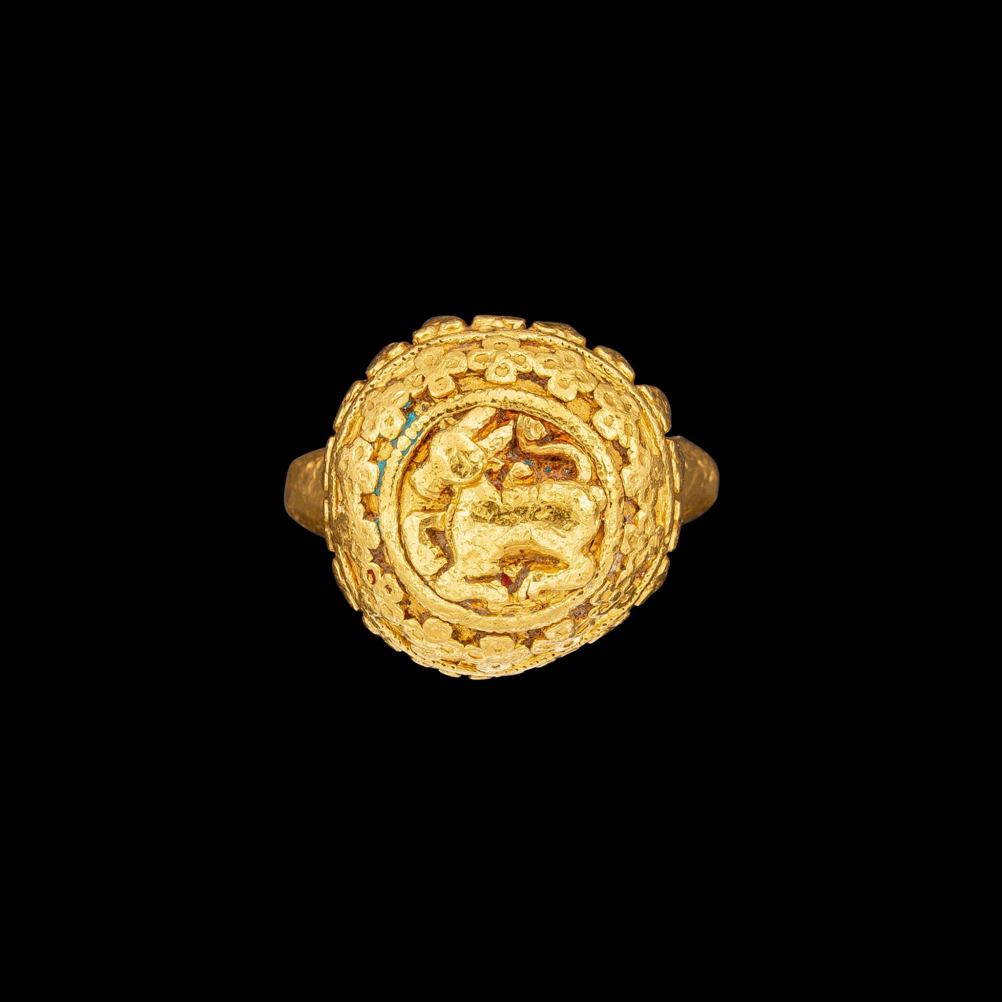 View full screen - View 1 of Lot 1055. A round gold ring with a convex bezel of Nandi South India, 19th century | 十九世紀 南印度 聖牛南迪紋金戒指.