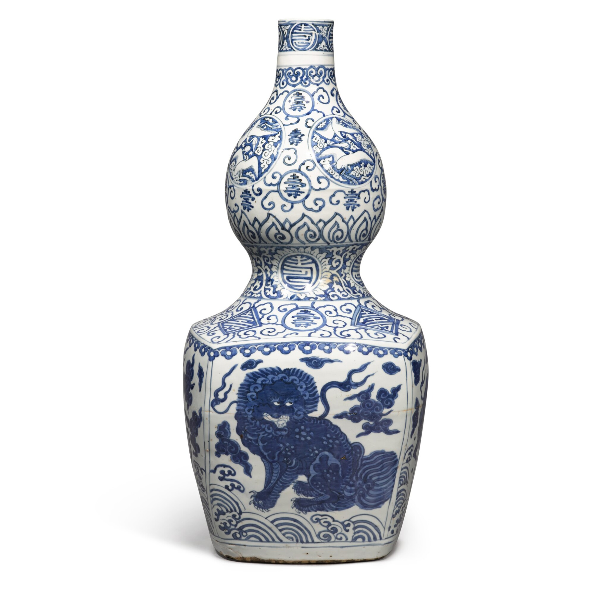 View full screen - View 1 of Lot 84. A large blue and white 'double-gourd' vase, Ming dynasty, Jiajing period | 明嘉靖 青花瑞獸壽字紋大葫蘆瓶.