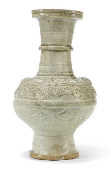 A MOULDED QINGBAI GLAZED VASE  | SONG DYNASTY