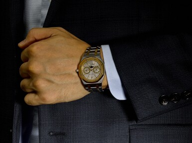View 4. Thumbnail of Lot 8195. AUDEMARS PIGUET   ROYAL OAK, REFERENCE 25594SA, A YELLOW GOLD AND STAINLESS STEEL WRISTWATCH WITH DAY, DATE AND BRACELET, 1990.