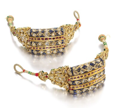 A PAIR OF MUGHAL GEM-SET AND ENAMELLED BRACELETS, NORTH INDIA, 18TH/19TH CENTURY