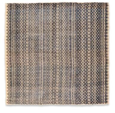 View 15. Thumbnail of Lot 6. Un textile cérémoniel pua et trois nattes, Indonésie | A ceremonial cloth pua and three mats, Indonesia.