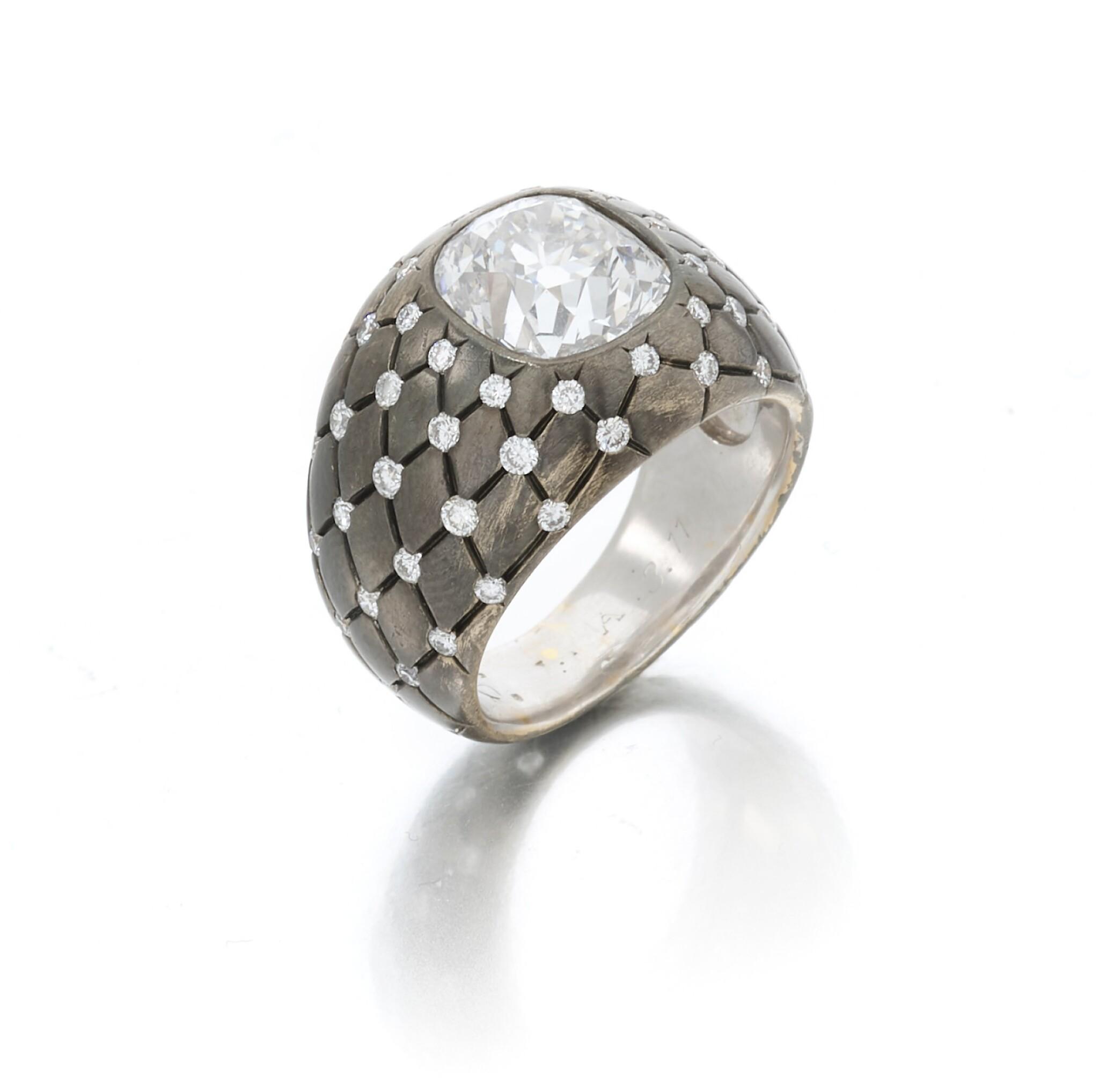 View 1 of Lot 140. Diamond ring (Anello con diamanti).