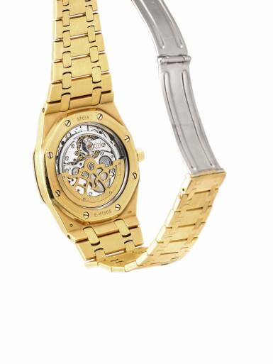 "View 3. Thumbnail of Lot 2091. AUDEMARS PIGUET | ROYAL OAK, REFERENCE 15202BA, A YELLOW GOLD BRACELET WATCH WITH DATE, CIRCA 2000 | 愛彼 | ""Royal Oak 型號15202BA 黃金鏈帶腕錶,備日期顯示,機芯編號415023,錶殼編號E-41585及14,約2000年製""."