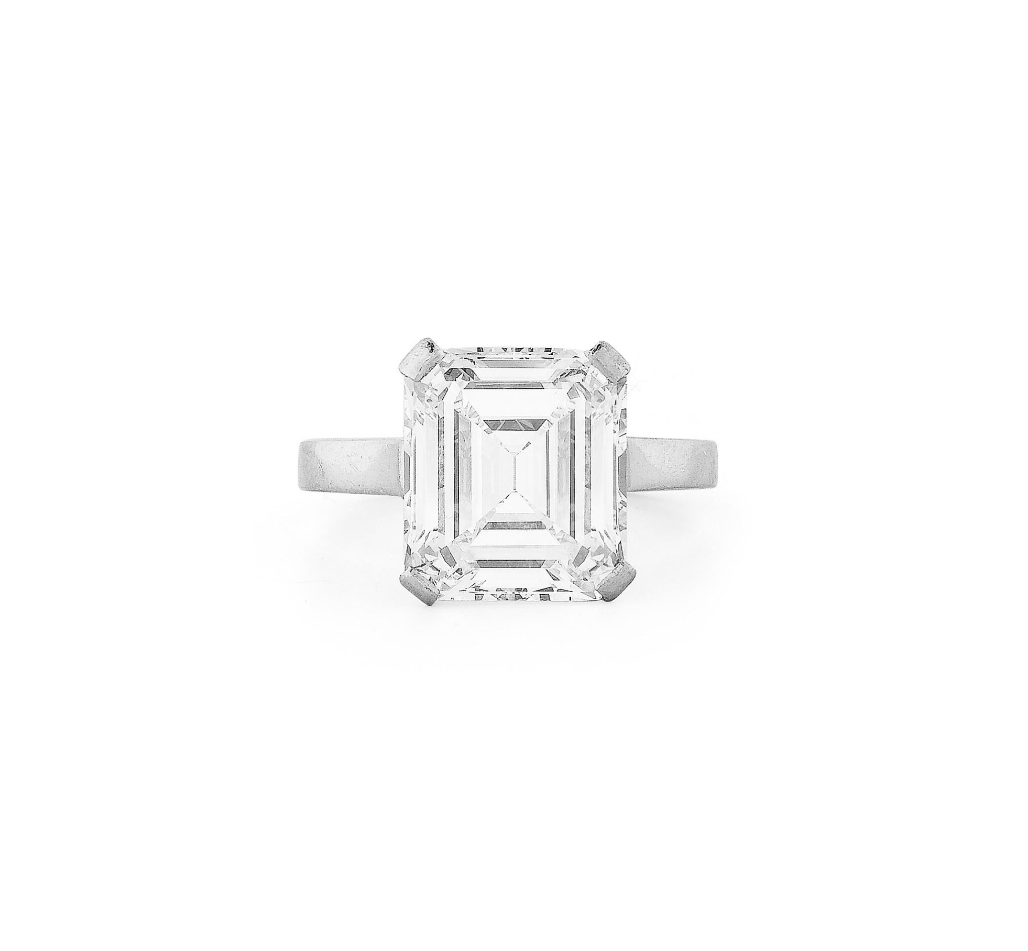 View full screen - View 1 of Lot 181. Bague diamant   Diamond ring.