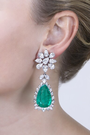 View 2. Thumbnail of Lot 163. Pair of Emerald and Diamond Pendant-Earclips [祖母綠配鑽石吊耳環一對].