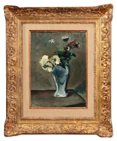 View 2. Thumbnail of Lot 35. Anémones et anthémis dans un vase.