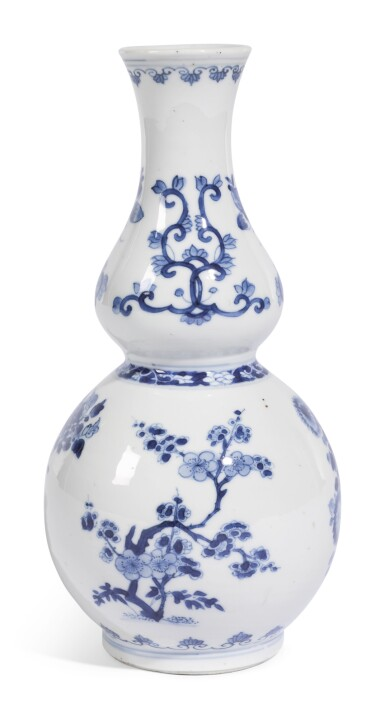 A BLUE AND WHITE DOUBLE-GOURD VASE | QING DYNASTY, KANGXI PERIOD