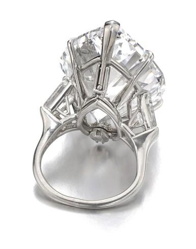 View 3. Thumbnail of Lot 174.   Harry Winston | Important diamond ring | 海瑞溫斯頓 | 鑽石戒指.