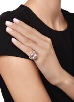 PADPARADSCHA SAPPHIRE AND DIAMOND RING, SCHLUMBERGER FOR TIFFANY & CO. | 橙粉紅色剛玉配鑽石戒指,Schlumberger 蒂芙尼