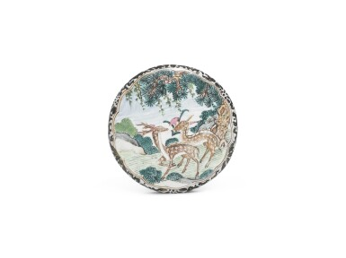 A CANTON ENAMEL CIRCULAR SNUFF BOX AND COVER | QING DYNASTY [TWO ITEMS]