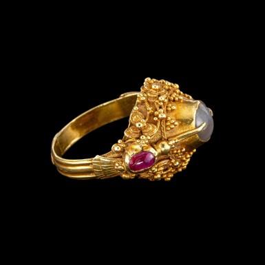 View 2. Thumbnail of Lot 1018. A gem-set gold 'flower and bird' priest's ring Bali, Indonesia, 19th - early 20th century   十九至二十世紀初 印尼峇里 金嵌寶花鳥紋戒指.
