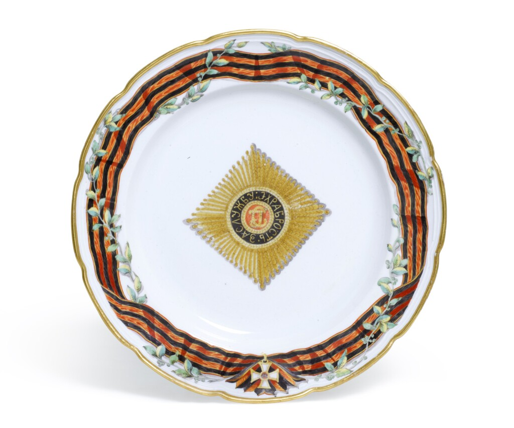A PORCELAIN PLATE FROM THE SERVICE OF THE IMPERIAL ORDER OF ST GEORGE, GARDNER PORCELAIN MANUFACTORY, VERBILKI, LATE 18TH CENTURY